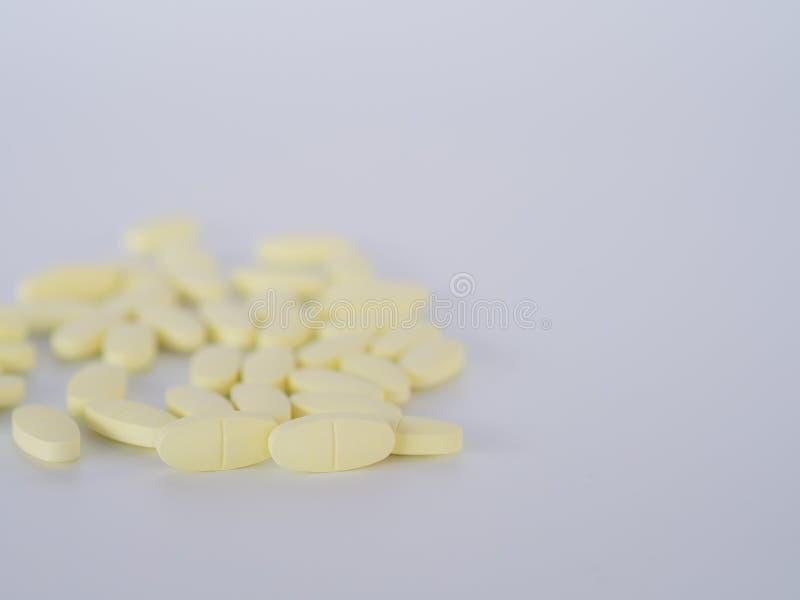 黄色药片 免版税库存照片