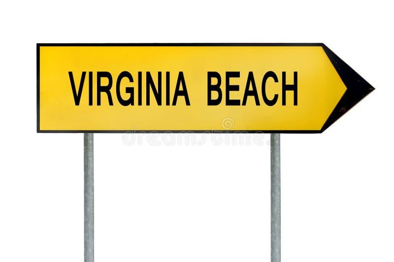 黄色街道概念标志在白色隔绝的弗吉尼亚海滩 免版税库存图片
