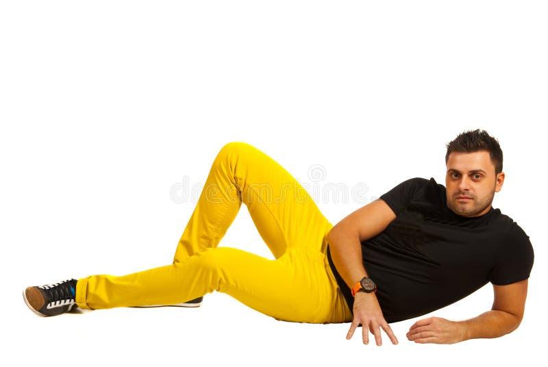黄色裤子的式样人 免版税库存图片