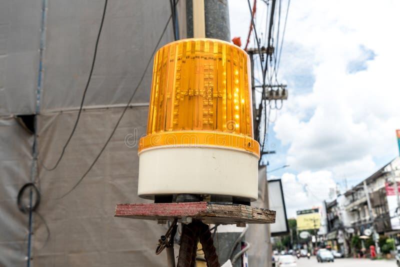 黄色警报器光 库存图片