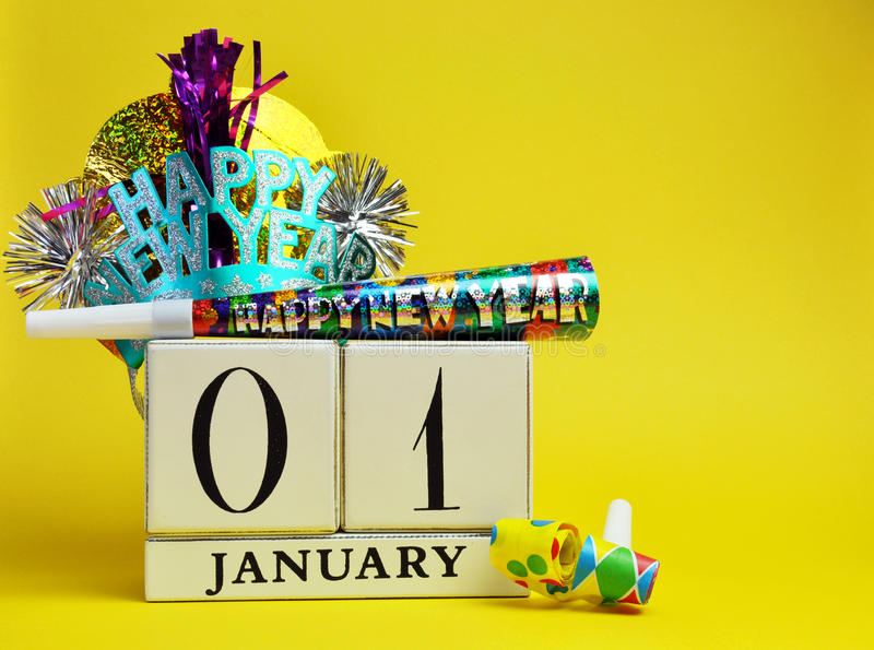 黄色题材救球日期日历新年, 1月1日 免版税库存图片
