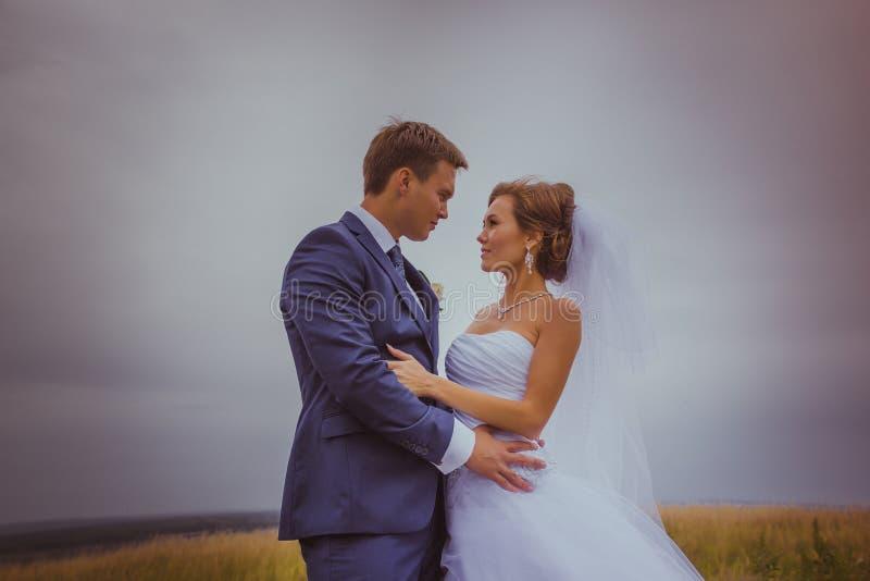 黑色颜色耦合域减速火箭的样式走的婚礼空白年轻人 库存图片