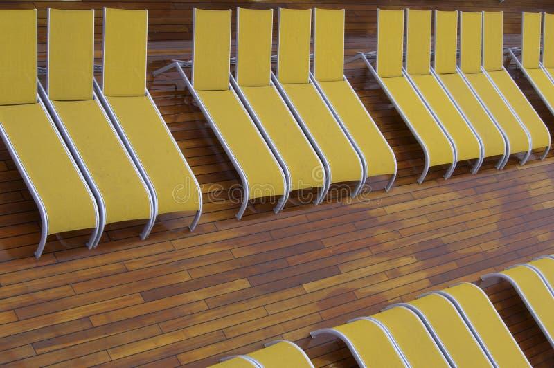 黄色deckchair行  库存图片