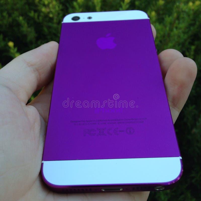 紫色iphone 库存照片