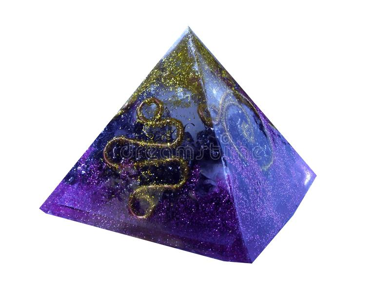 紫色orgonite pytamid 免版税库存照片