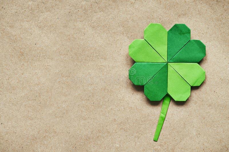 绿色origami纸三叶草三叶草 库存图片