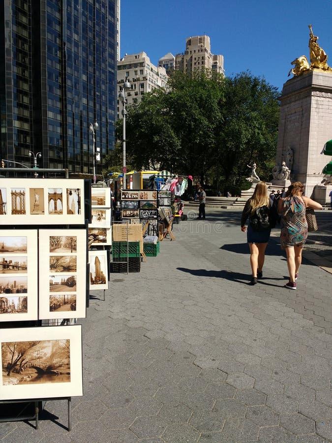 艺术品在中央公园附近, NYC,美国入口的待售哥伦布圈子的 库存照片