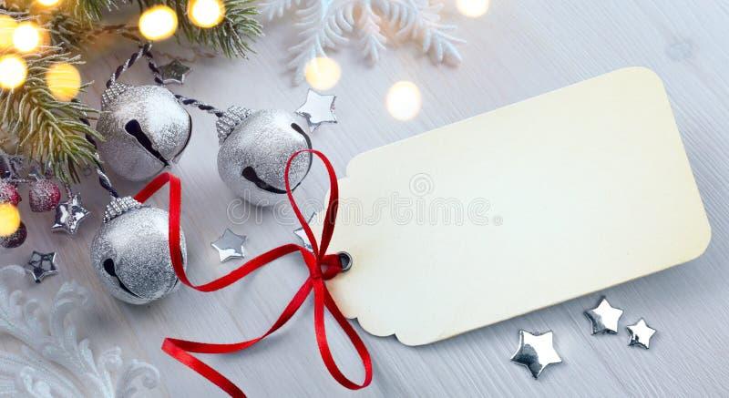 艺术圣诞节与装饰的杉树;圣诞灯 免版税库存图片