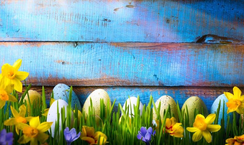 艺术复活节背景用复活节彩蛋和春天在gre开花 免版税图库摄影