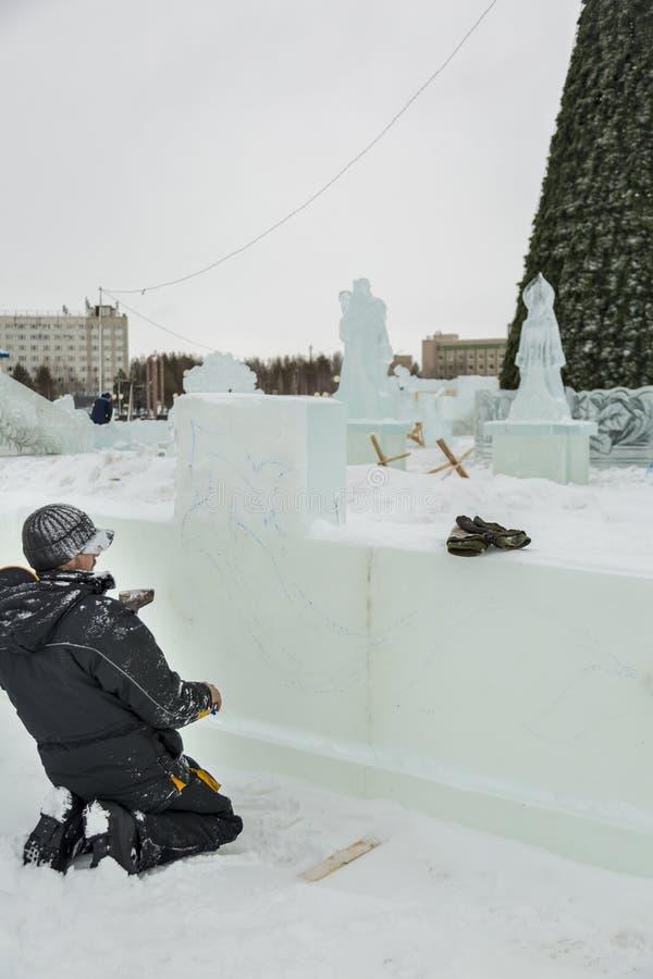 艺术家在冰块画 库存照片