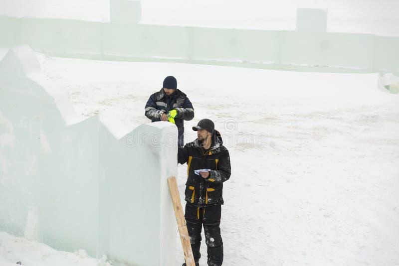 艺术家在冰块画 免版税库存图片