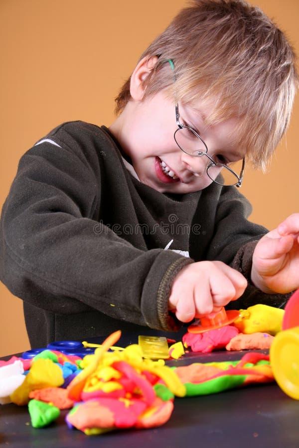 Download 艺术家年轻人 库存图片. 图片 包括有 子项, 了解, 业余爱好, 孩子, 椅子, 创造性, 铅笔, 工艺 - 3668037