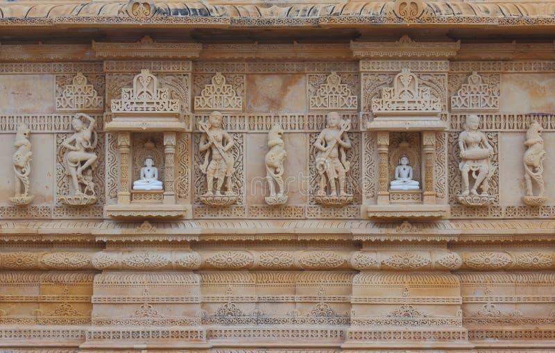 艺术性雕刻在红色和白色石头, shankheshwar parshwanath,耆那教的寺庙, gujrat,印度 库存图片