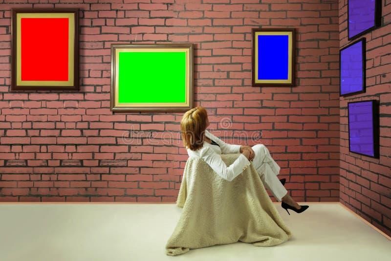 艺术收藏家在博物馆 免版税图库摄影