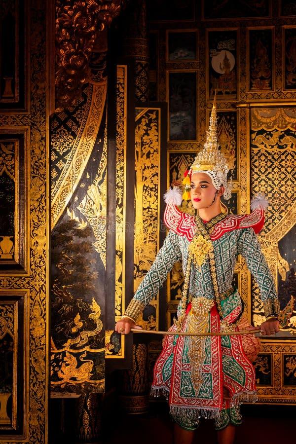 艺术文化在被掩没的khon的泰国跳舞在文学ramayana,被掩没的泰国古典猴子, Khon,泰国 免版税图库摄影