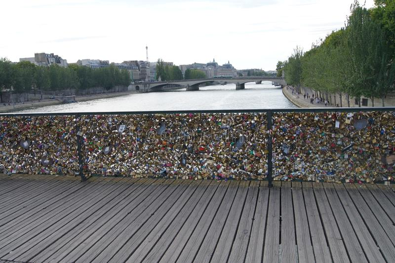 艺术桥,挂锁桥梁,巴黎 库存照片