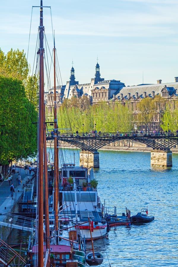 艺术桥,步行桥在巴黎 库存图片