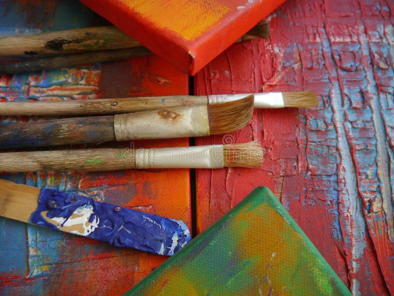 绘画艺术用工具加工创造性的绘画 免版税库存图片