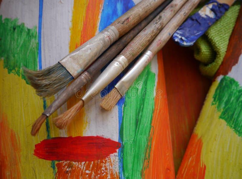绘画艺术用工具加工创造性的绘画 免版税图库摄影