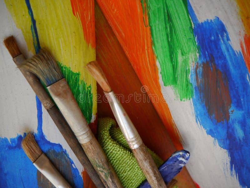 绘画艺术用工具加工创造性的绘画 图库摄影