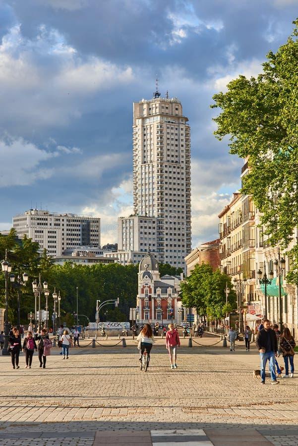 艺术背景建议大厦的社区de折衷espa巨大的马德里更多广场有代表性的西班牙样式塔 图库摄影