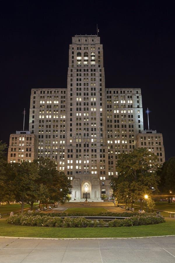 艺术装饰摩天大楼晚上, NY 库存图片
