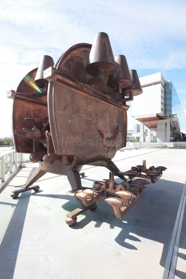 艺术金属现代雕塑 免版税库存图片