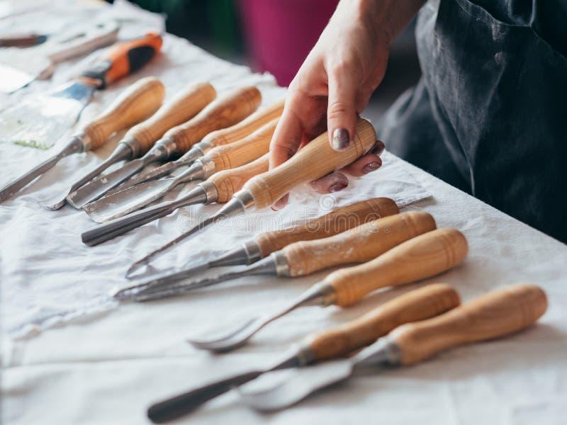 艺术雕刻工艺的工具塑造手凿子 免版税图库摄影