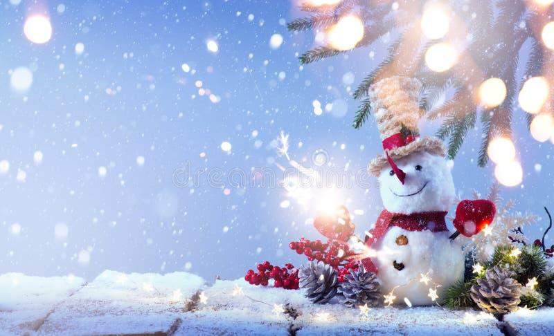 艺术雪人和圣诞树装饰;背景或季节 图库摄影