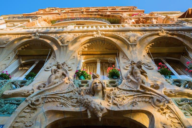 艺术Nouveau大厦的门面在巴黎 库存图片