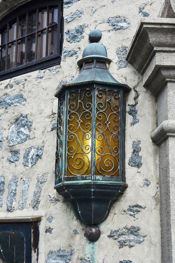 艺术nuveau街灯关闭在Alesund,挪威 库存图片