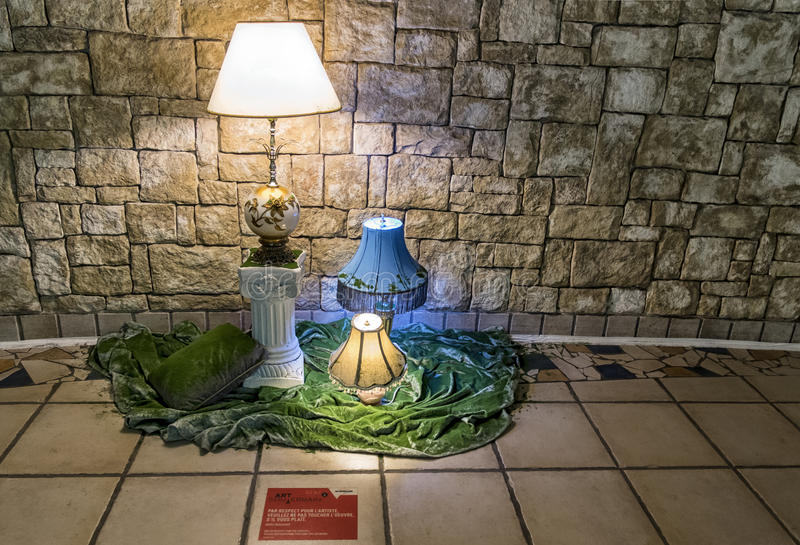 Download 灯走廊 图库摄影片. 图片 包括有 显示, 重要资料, 演出, 室内, 结构, 字符, 贸易, 艺术, 楼梯 - 30327147