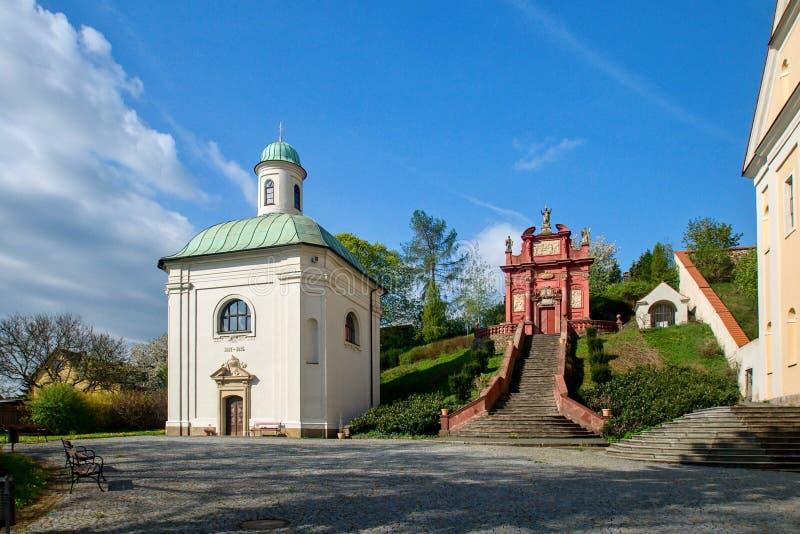 艾因西德伦的圣母玛丽亚的圣弗洛里安- Ostrov nad Ohri教堂和教堂  免版税库存图片