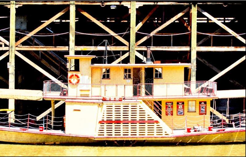 艾美金象奖在码头附近的卢霍Paddlesteamer 免版税库存照片