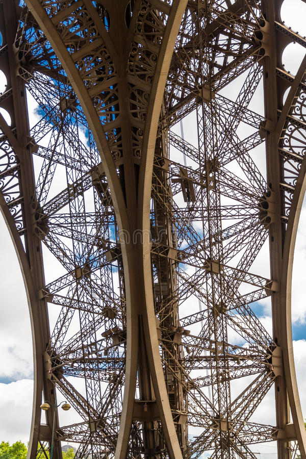 艾菲尔铁塔的下面 库存图片