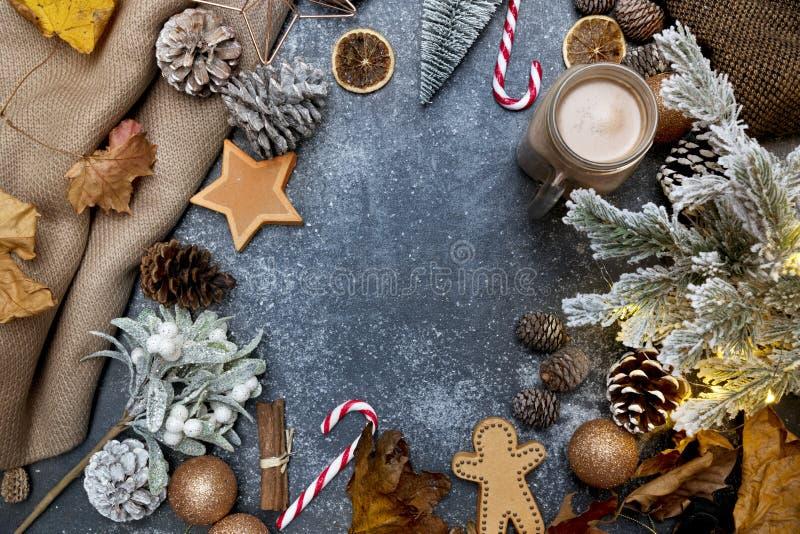 节庆的当代圣诞平躺式创作背景 免版税库存照片