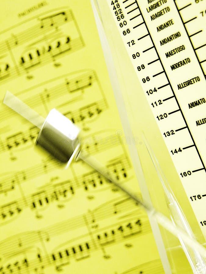 节拍器音乐纸张 免版税库存照片