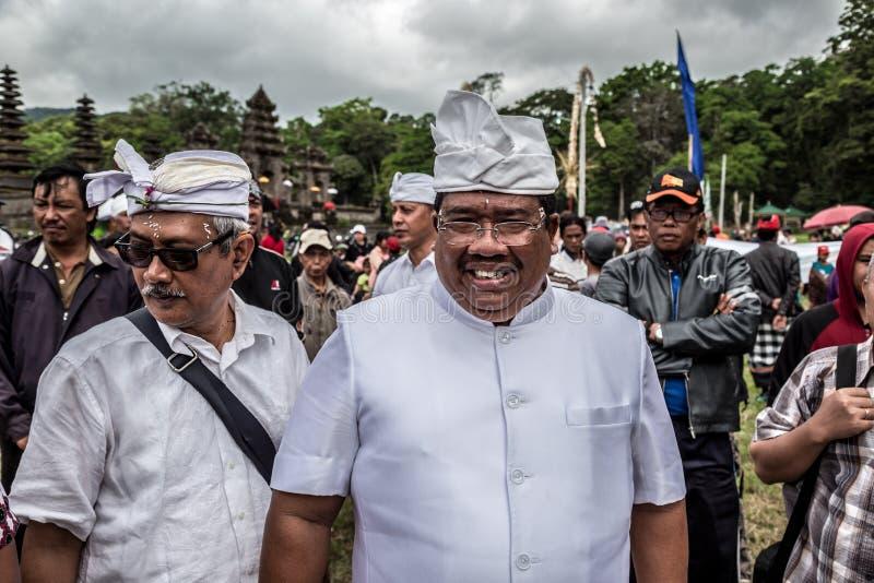节日双湖的巴厘语印度尼西亚人民在巴厘岛,印度尼西亚 2016年6月 免版税库存图片