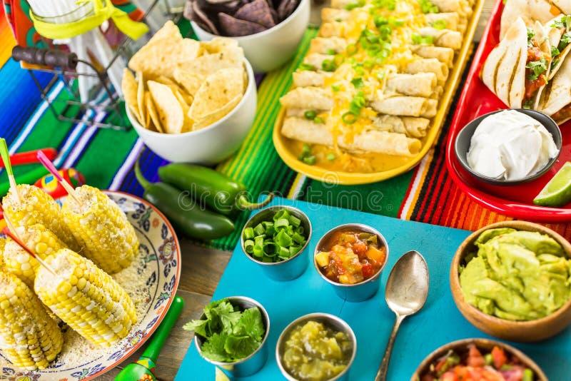 节日自助餐桌 免版税图库摄影