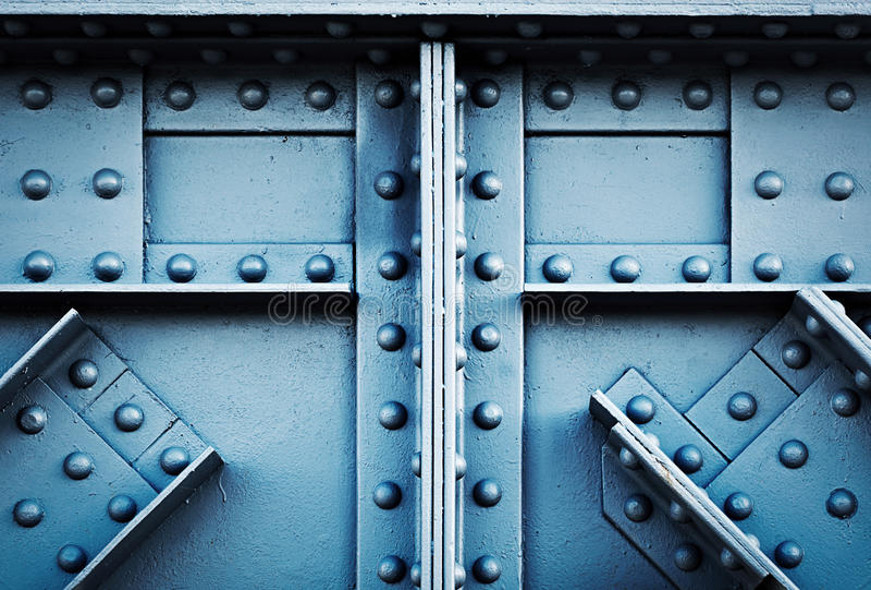 细节被铆牢的大梁铁路桥 免版税库存照片