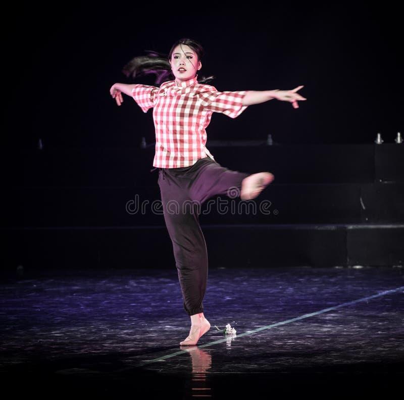 芒廷村3丁香舞蹈戏曲的妇女老师 库存图片