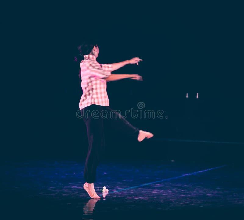 芒廷村4丁香舞蹈戏曲的妇女老师 免版税库存照片