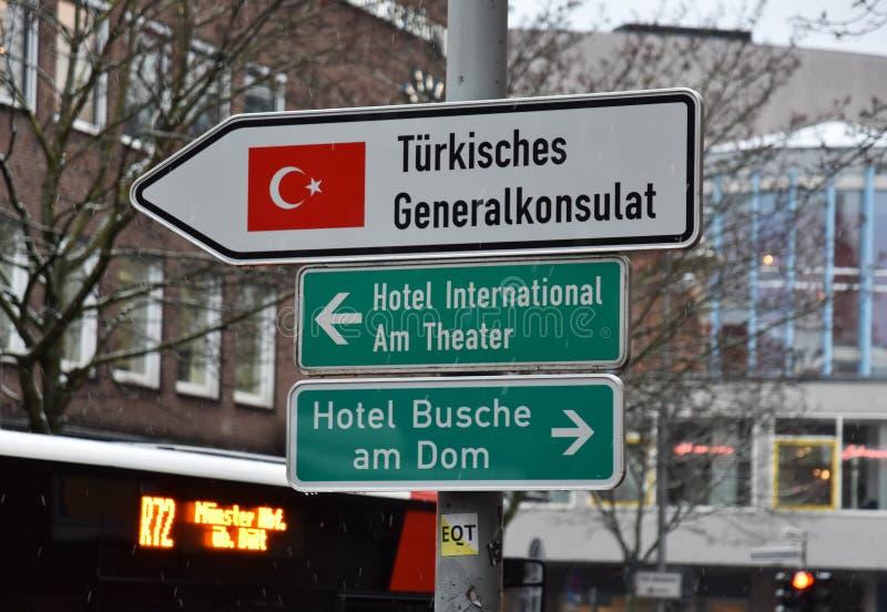 芒斯特1月2019年,德国-土耳其领事馆路牌  免版税库存照片