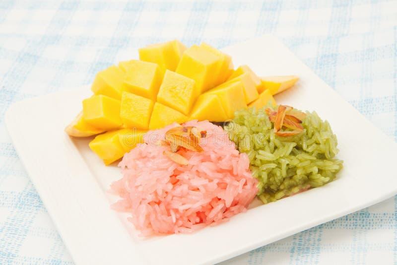 Download 芒果和五颜六色的黏米饭 库存图片. 图片 包括有 新鲜, 口味, 食物, 本质, 烹调, 营养, 有机, 聚会所 - 30330577