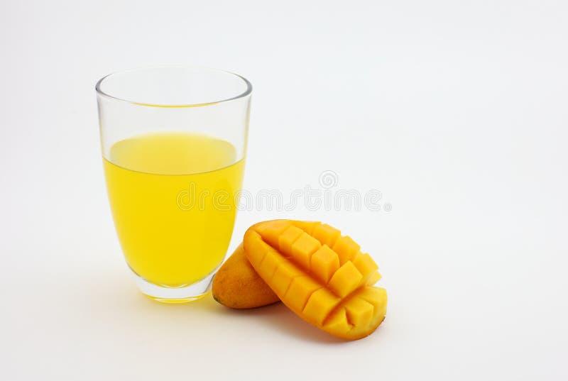 芒果汁和新鲜的芒果 免版税图库摄影
