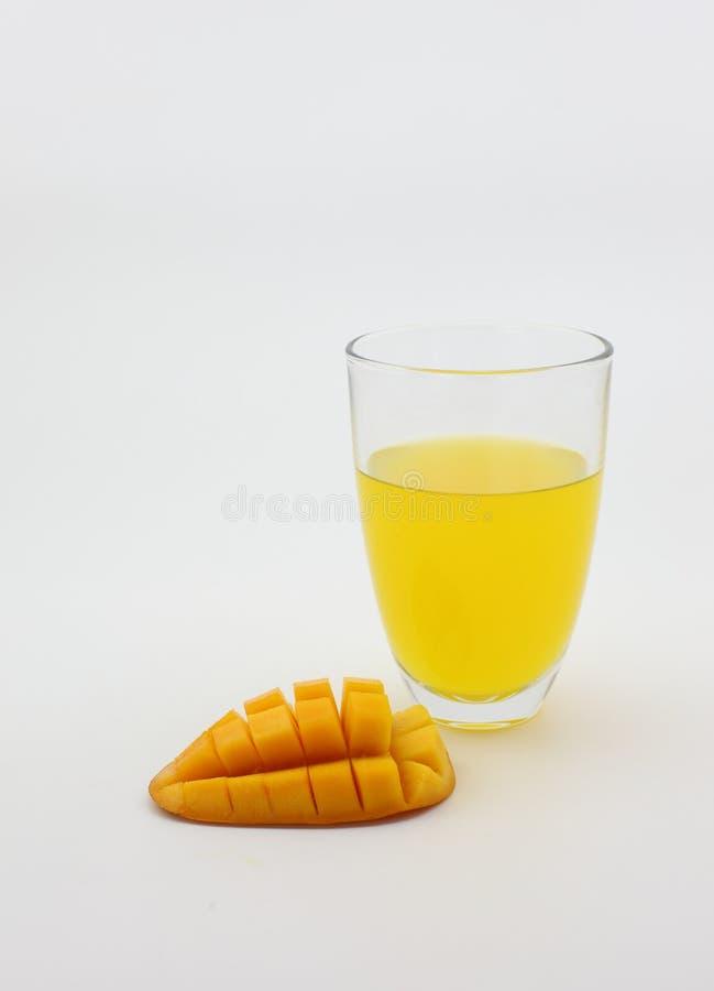 芒果汁和新鲜的芒果 免版税库存照片