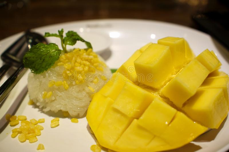 芒果黏米饭在泰国 图库摄影