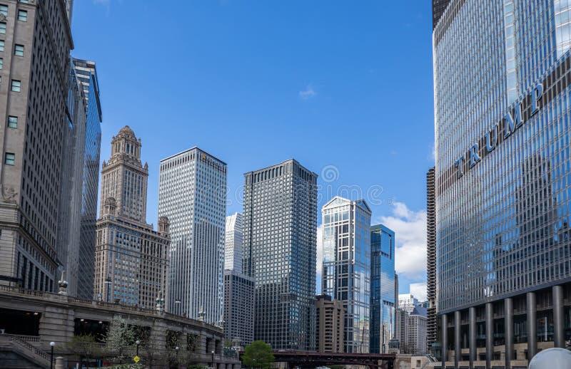 芝加哥伊利诺伊市摩天大楼,天空蔚蓝背景 图库摄影