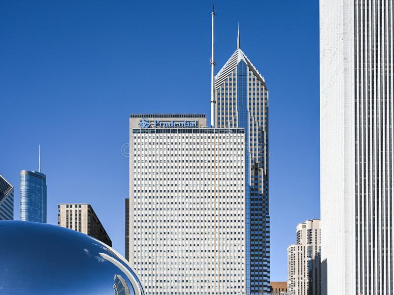 芝加哥地平线和云门 免版税库存图片