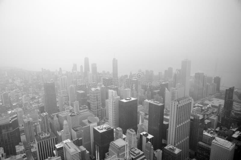 芝加哥地平线在一有雾的天 免版税库存图片